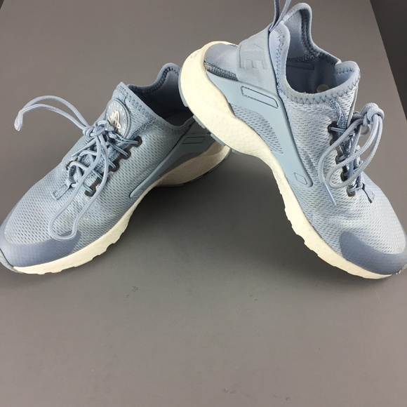 competitive price a3fd1 126d4 Nike Women s Air Huarache Run Ultra Shoes. M 5bc7b61a5c4452580ce9537f